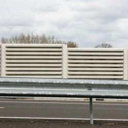Mur anti-bruit blanc avec copeaux de bois